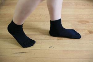 穿著矯形五指襪後,腳指便能伸直