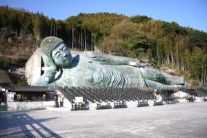 釈迦涅槃像は想像を超える大きさ